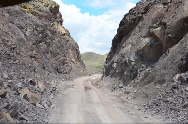 It is a narrow pass & the road is often impassible
